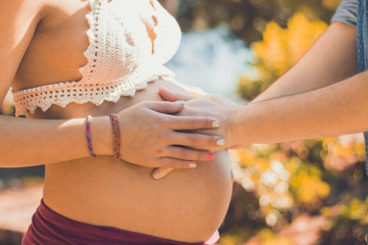 pregnant-2720434_1920